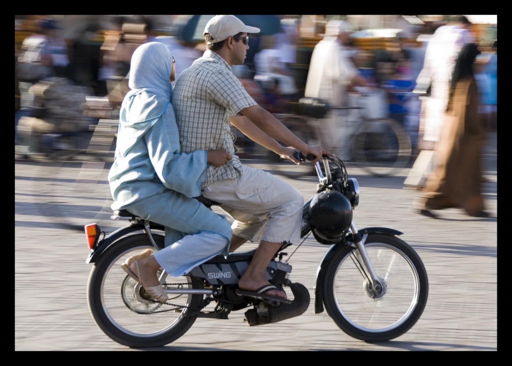 88314_DSC0122-jamal-el-fna-bikers Storie di Luce