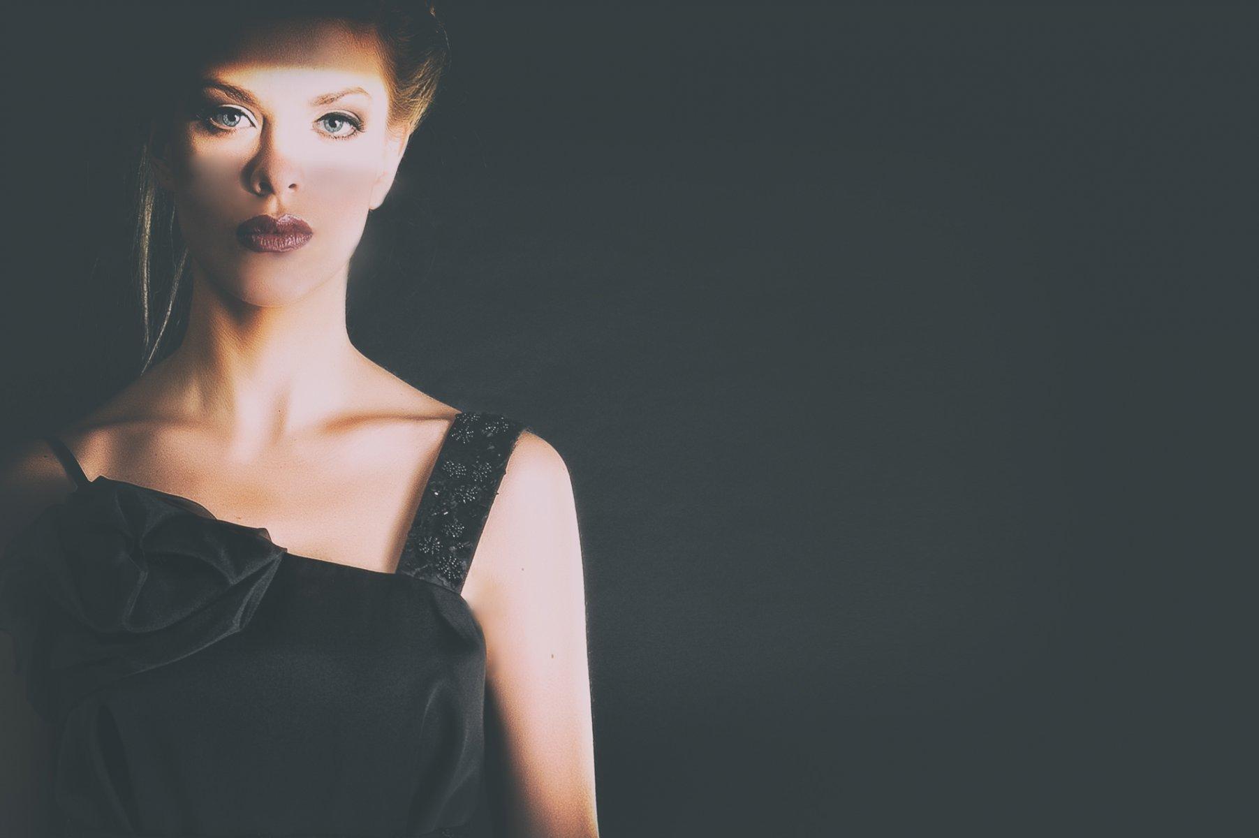 001- Georgina Hobor