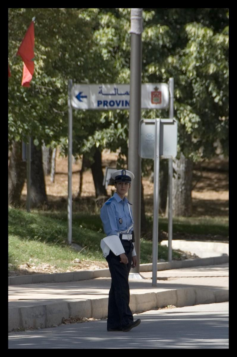 98017_DSC0032 policewoman