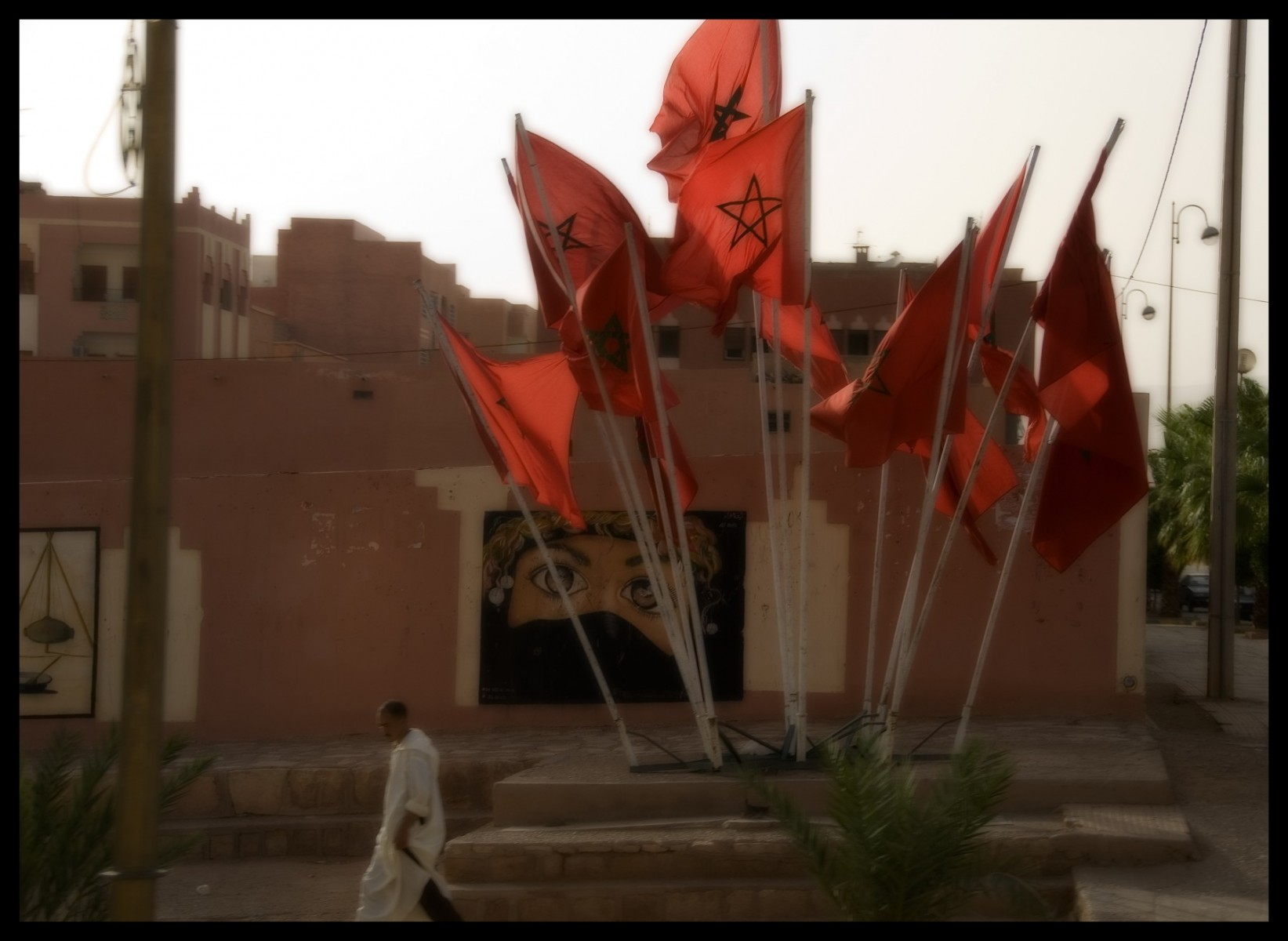 98617_DSC0073 red morocco